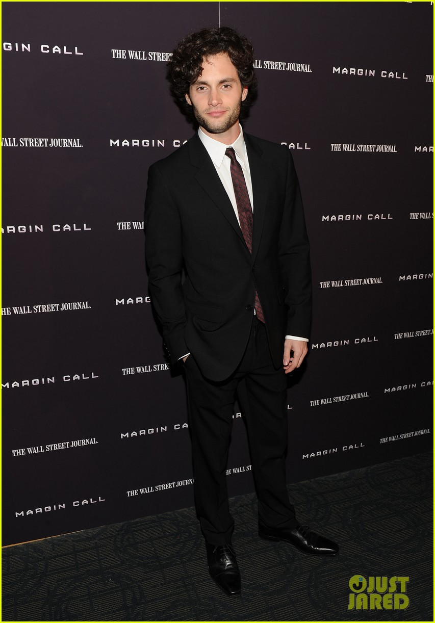 penn badgley zoe kravitz premiere 01