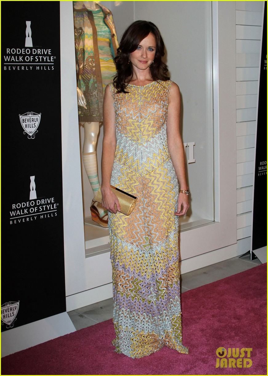 alexis bledel rodeo drive walk of style awards 2011 022593014