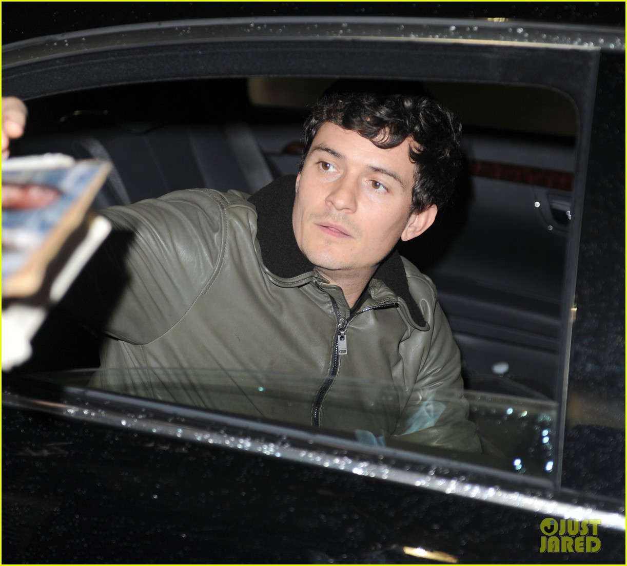 orlando bloom arrives jfk 03