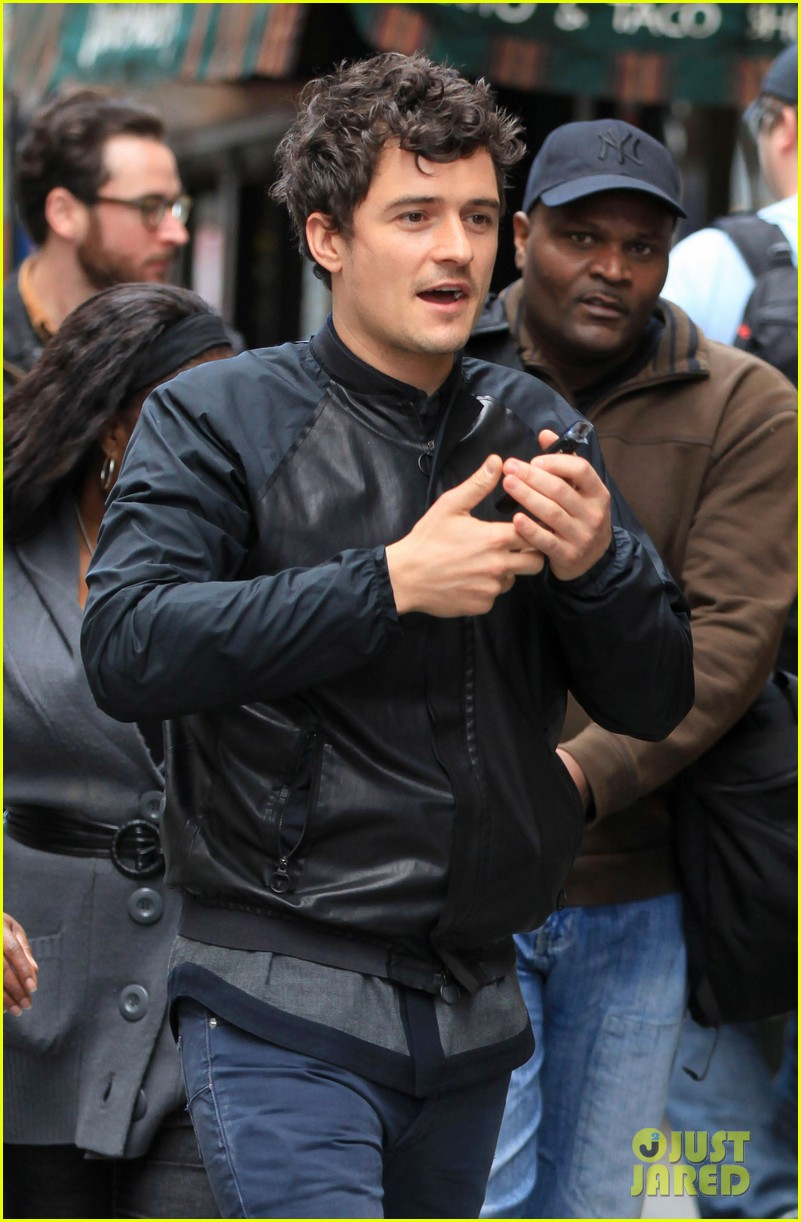 orlando bloom on the run with baby flynn 022592010