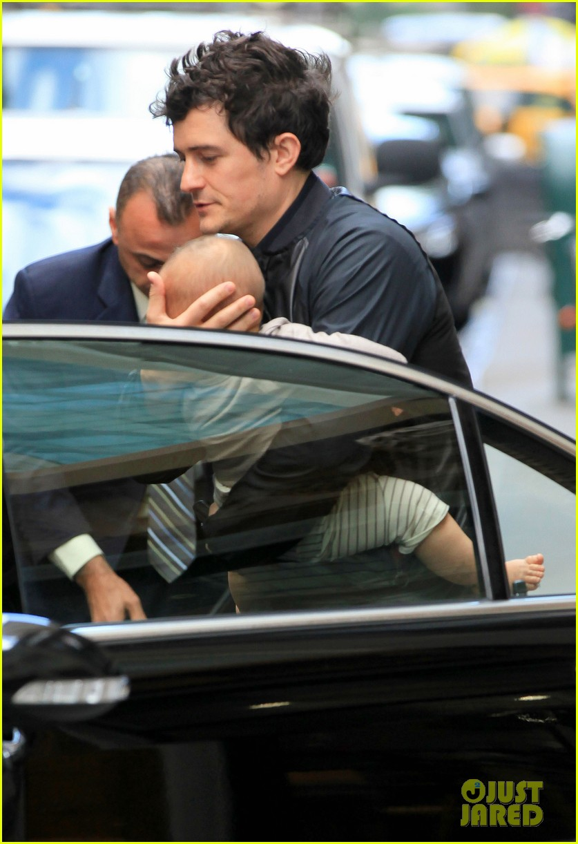 orlando bloom on the run with baby flynn 03