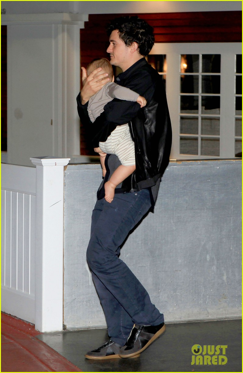 orlando bloom on the run with baby flynn 042592012
