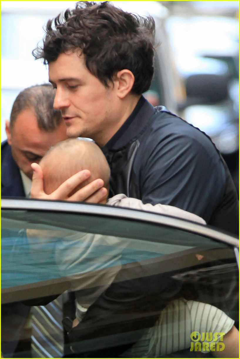 orlando bloom on the run with baby flynn 05