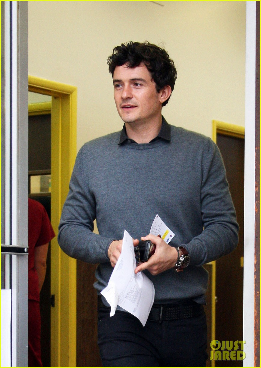 orlando bloom answers phone 07