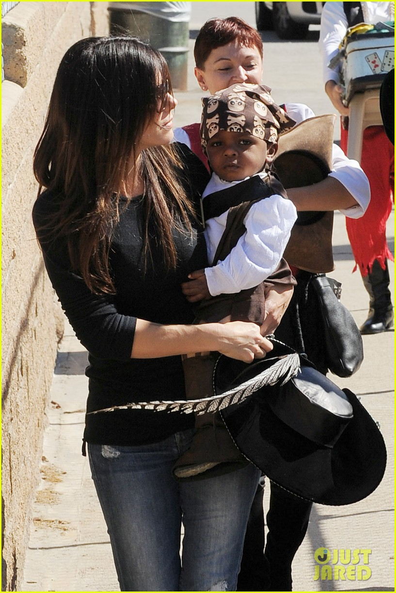 sandra bullock louis party pirate 22