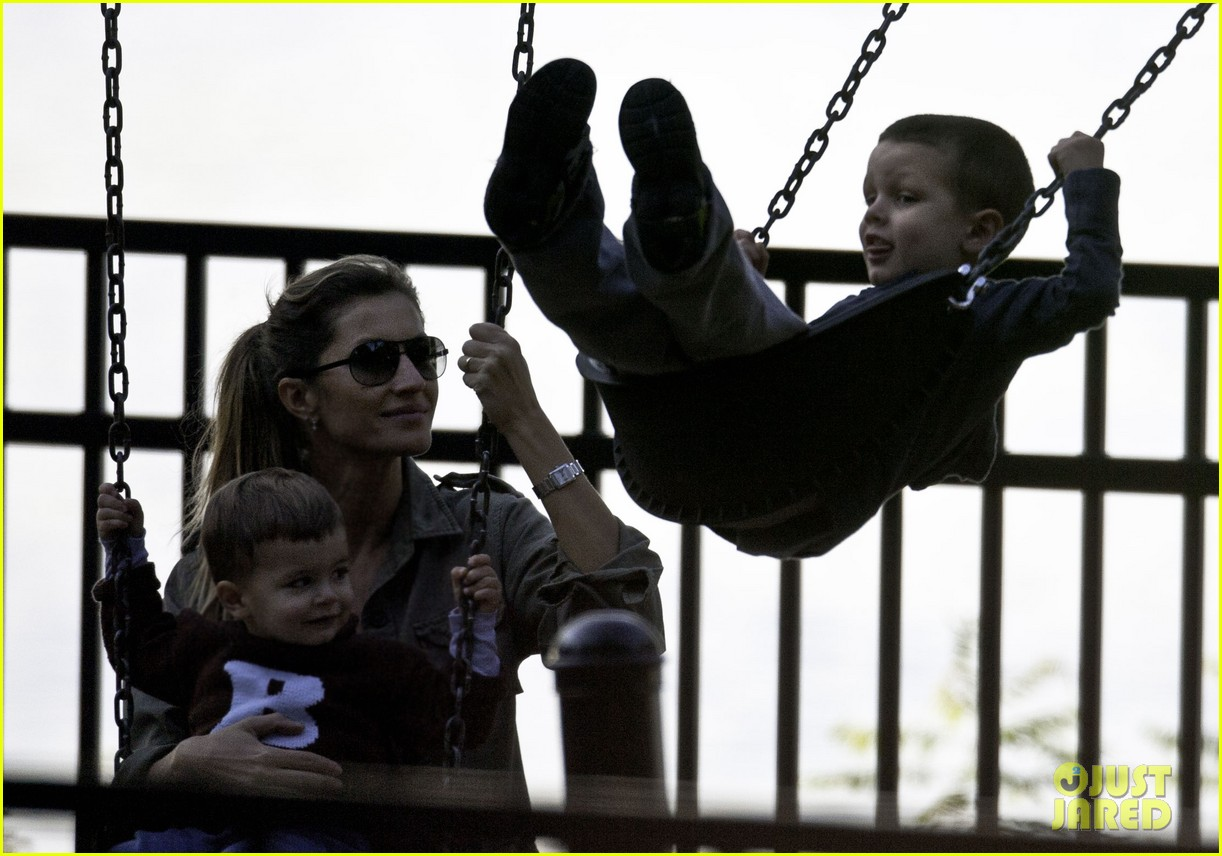gisele bundchen swings family 02