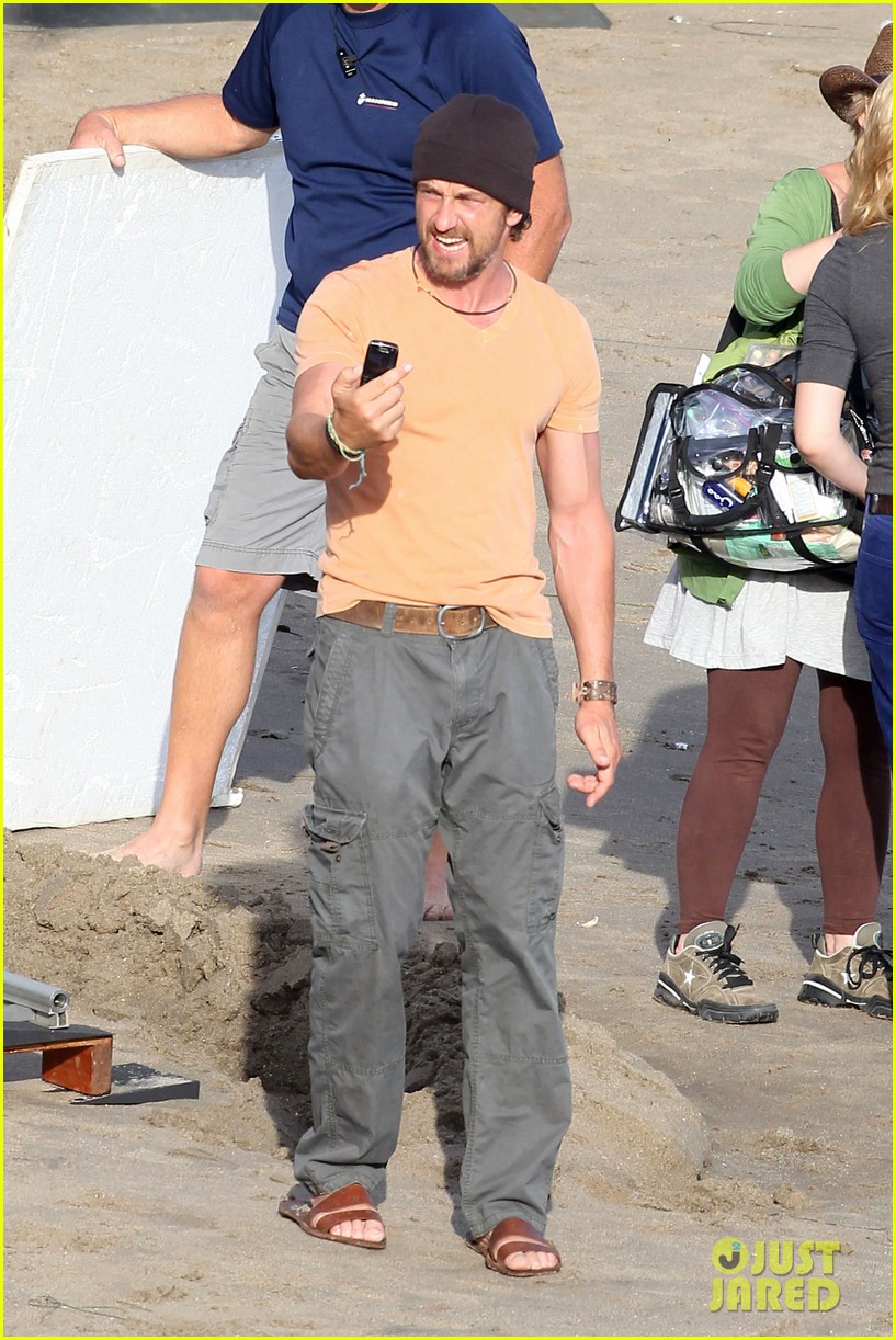 gerard butler watches waves 142589985