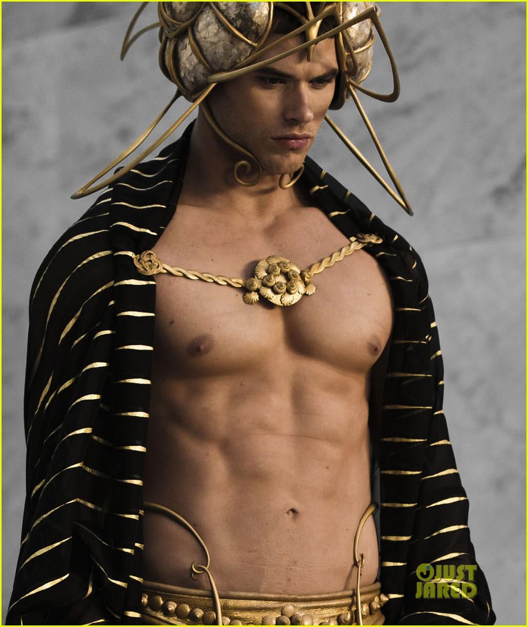henry cavill shirtless immortals 152589519