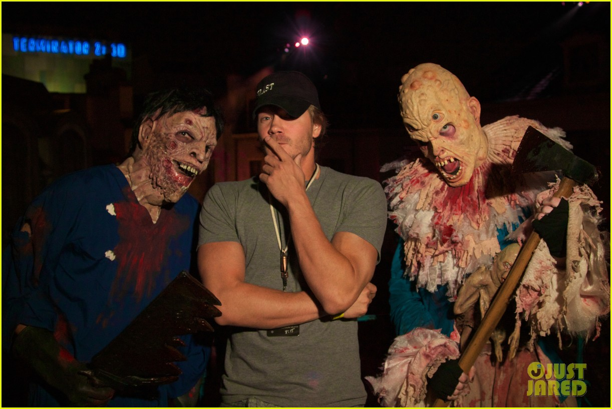 chad michael murray: halloween horror night!: photo 2589436 | chad
