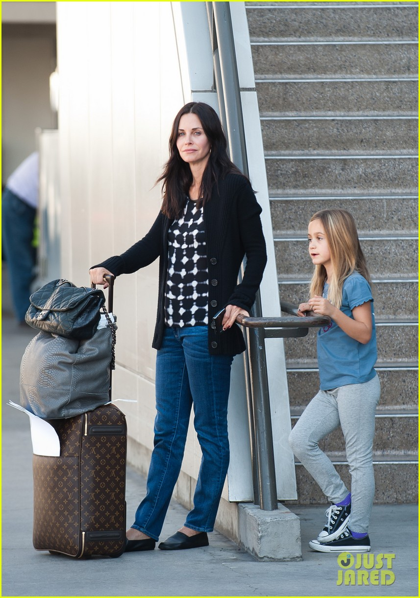 courteney cox coco airport 05