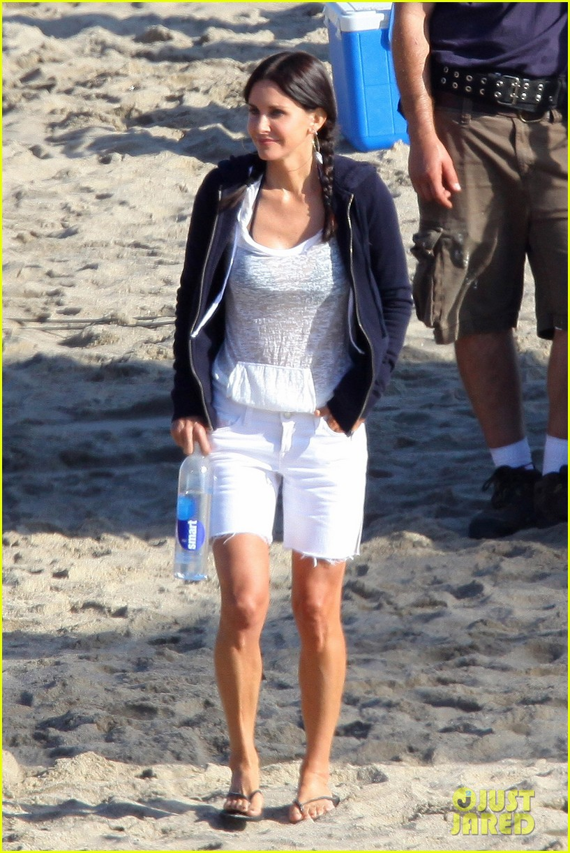 courteney cox beach cougar town 042594887