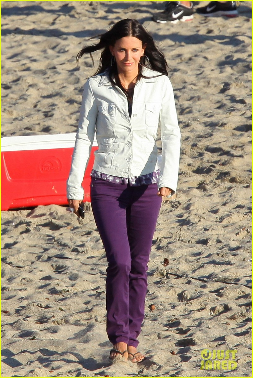 courteney cox beach cougar town 162594899
