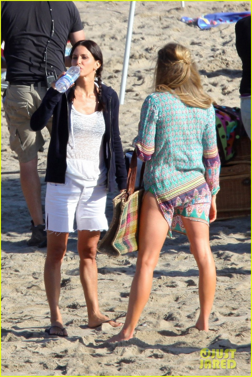 courteney cox beach cougar town 182594901