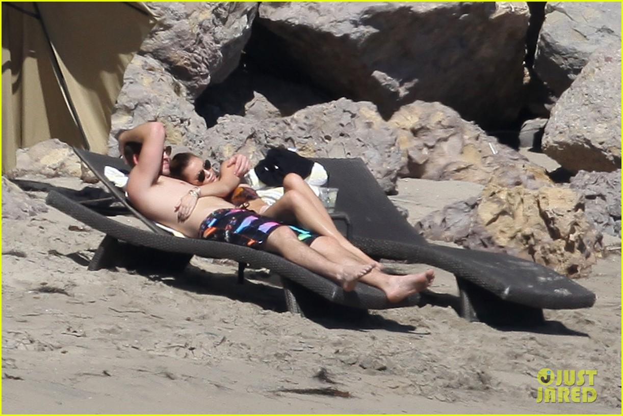 miley cyrus bikini liam hemsworth 042590112