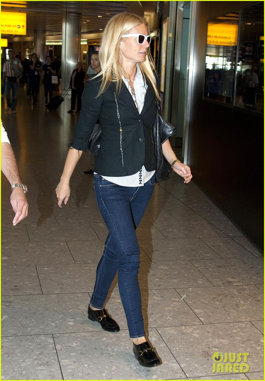 gwyneth paltrow cameron diaz heathrow airport 03