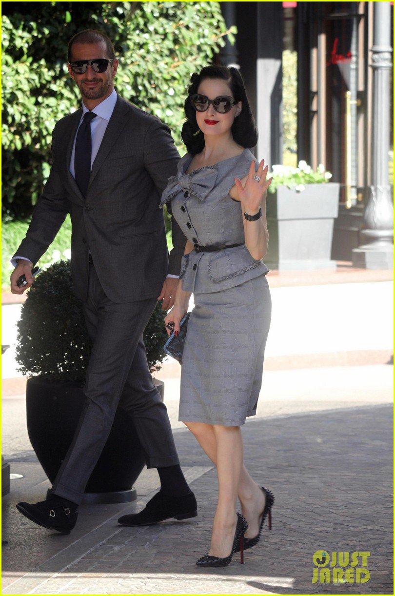dita von teese grey dress milan 05