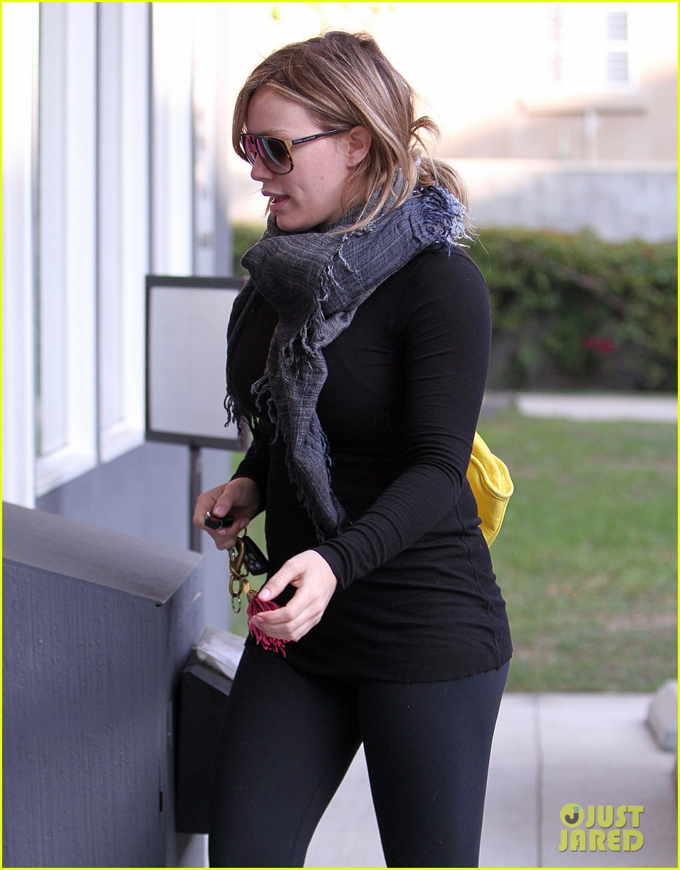 hilary duff black outfit pilates 01
