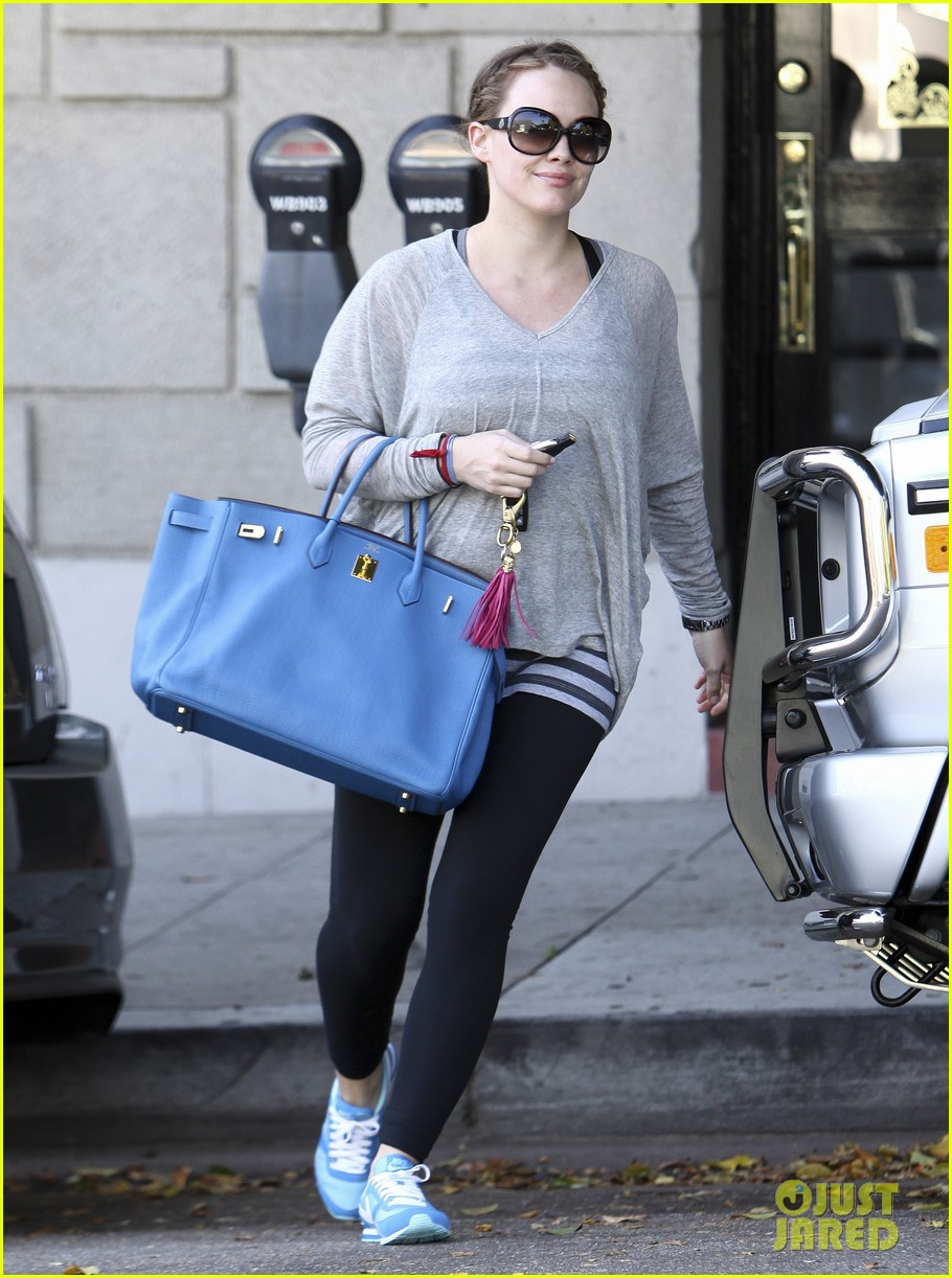 hilary duff gym salon 01