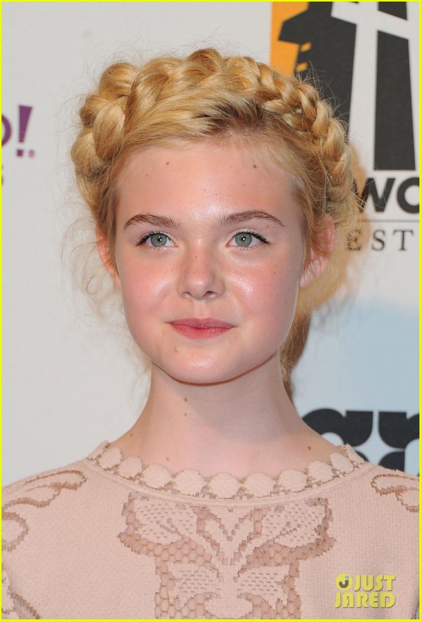 elle fanning hollywood film awards 2011 082593422