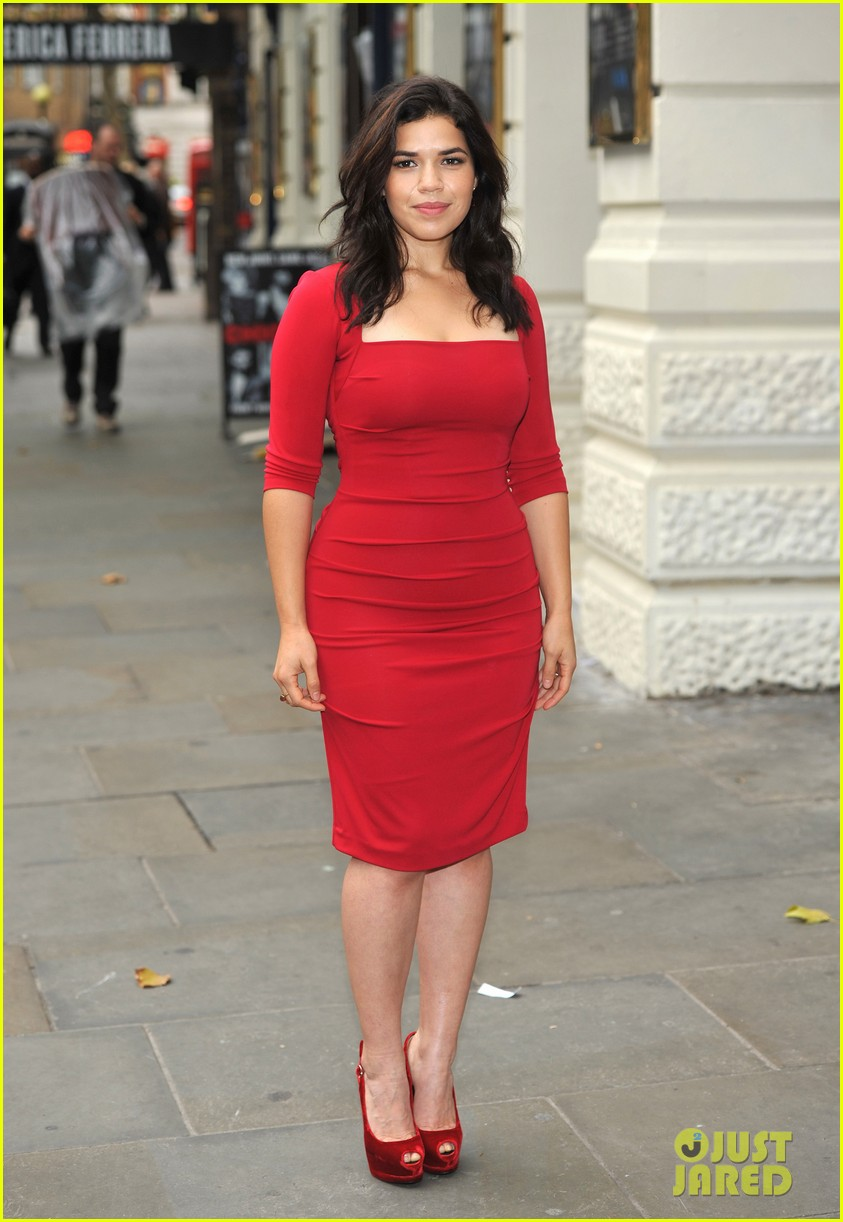 america ferrera chicago photo call 02
