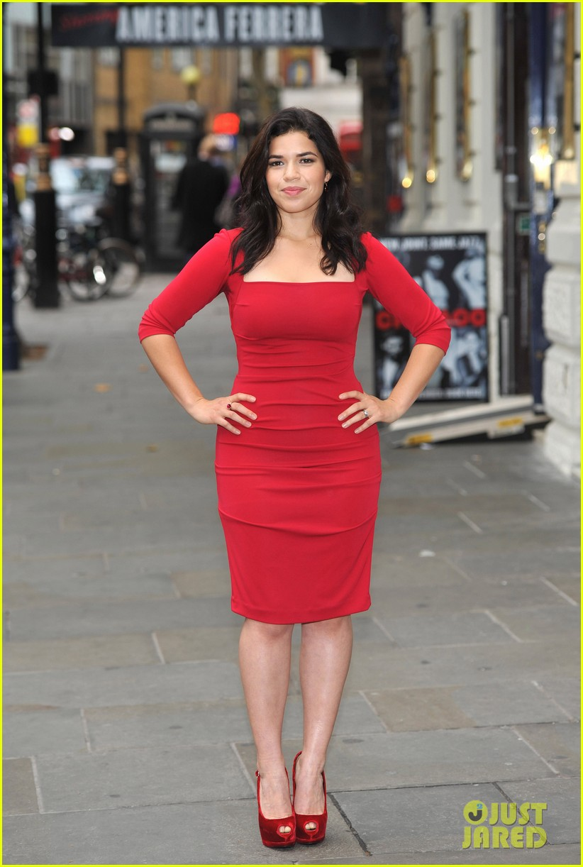 america ferrera chicago photo call 11