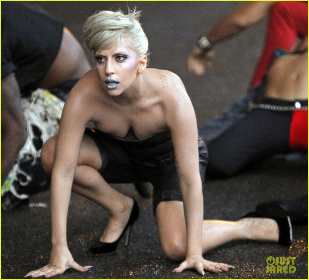 lady gaga marry the night 042589676