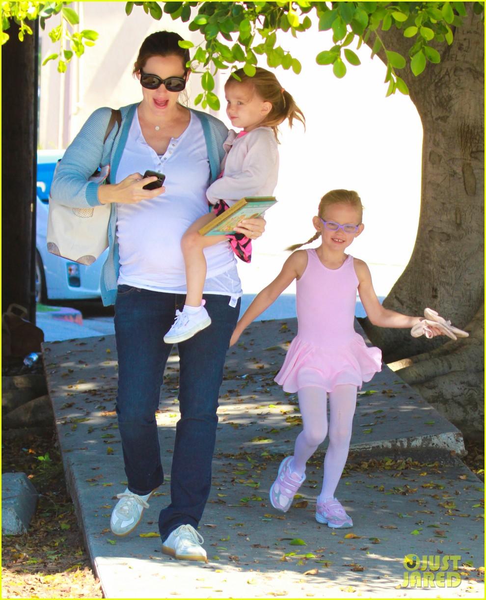 jennifer garner brings the girls to ballet class 062595075