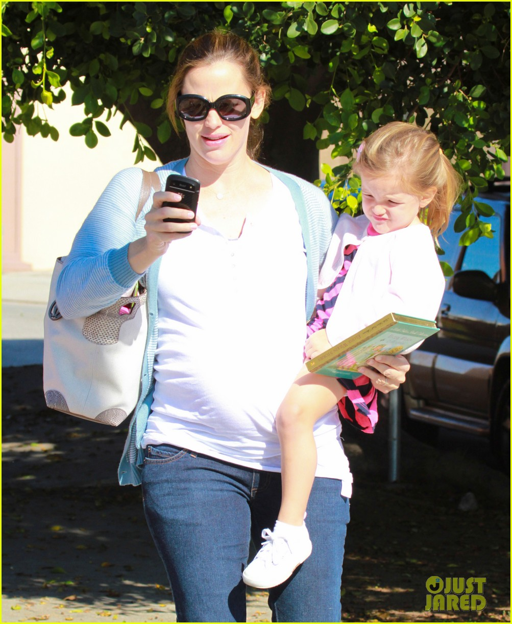 jennifer garner brings the girls to ballet class 15