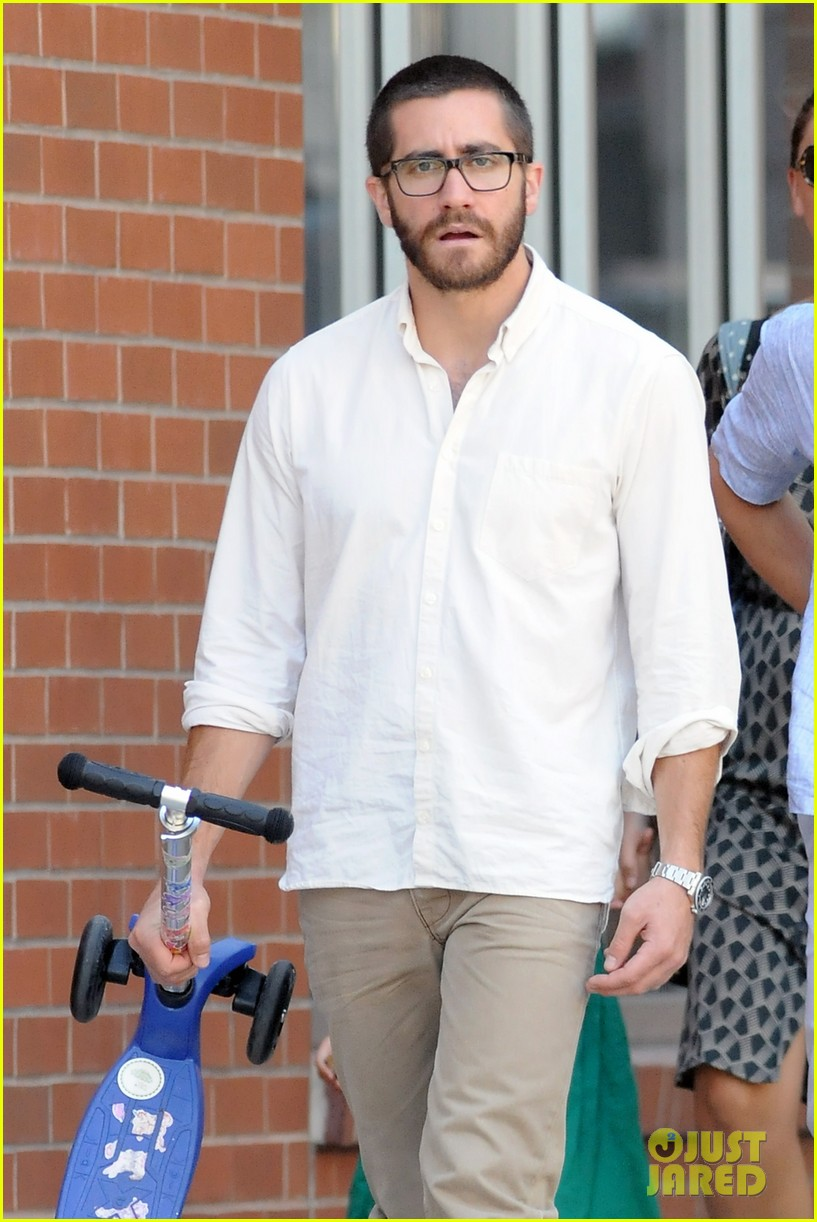 jake gyllenhaal celebrates yom kippur with the family 04