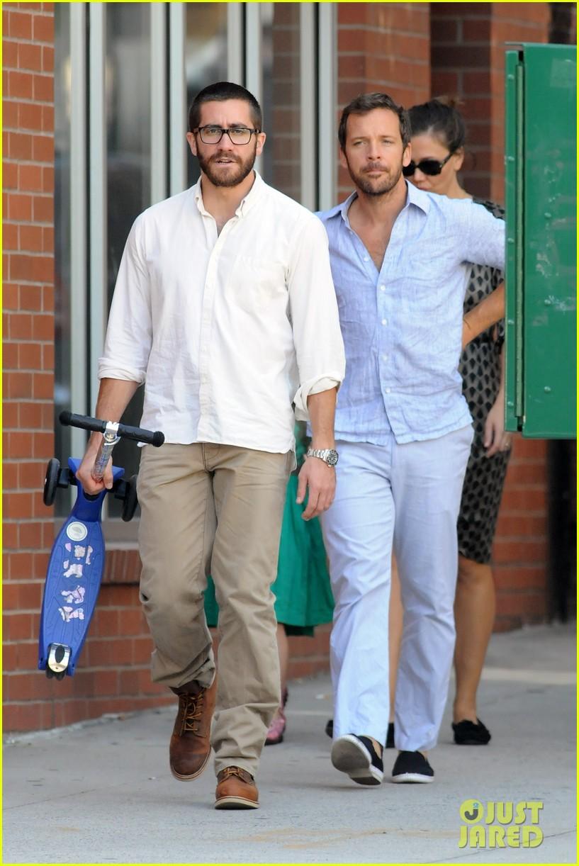 jake gyllenhaal celebrates yom kippur with the family 05