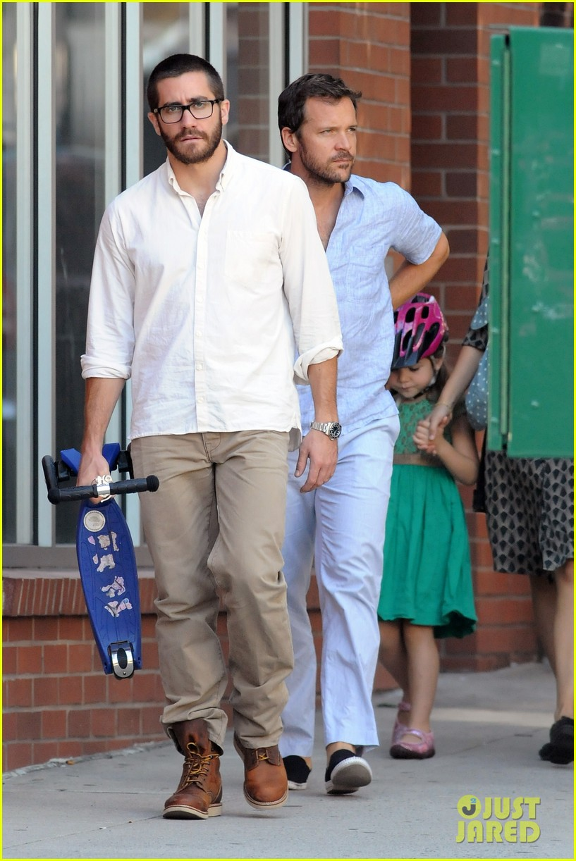 jake gyllenhaal celebrates yom kippur with the family 09