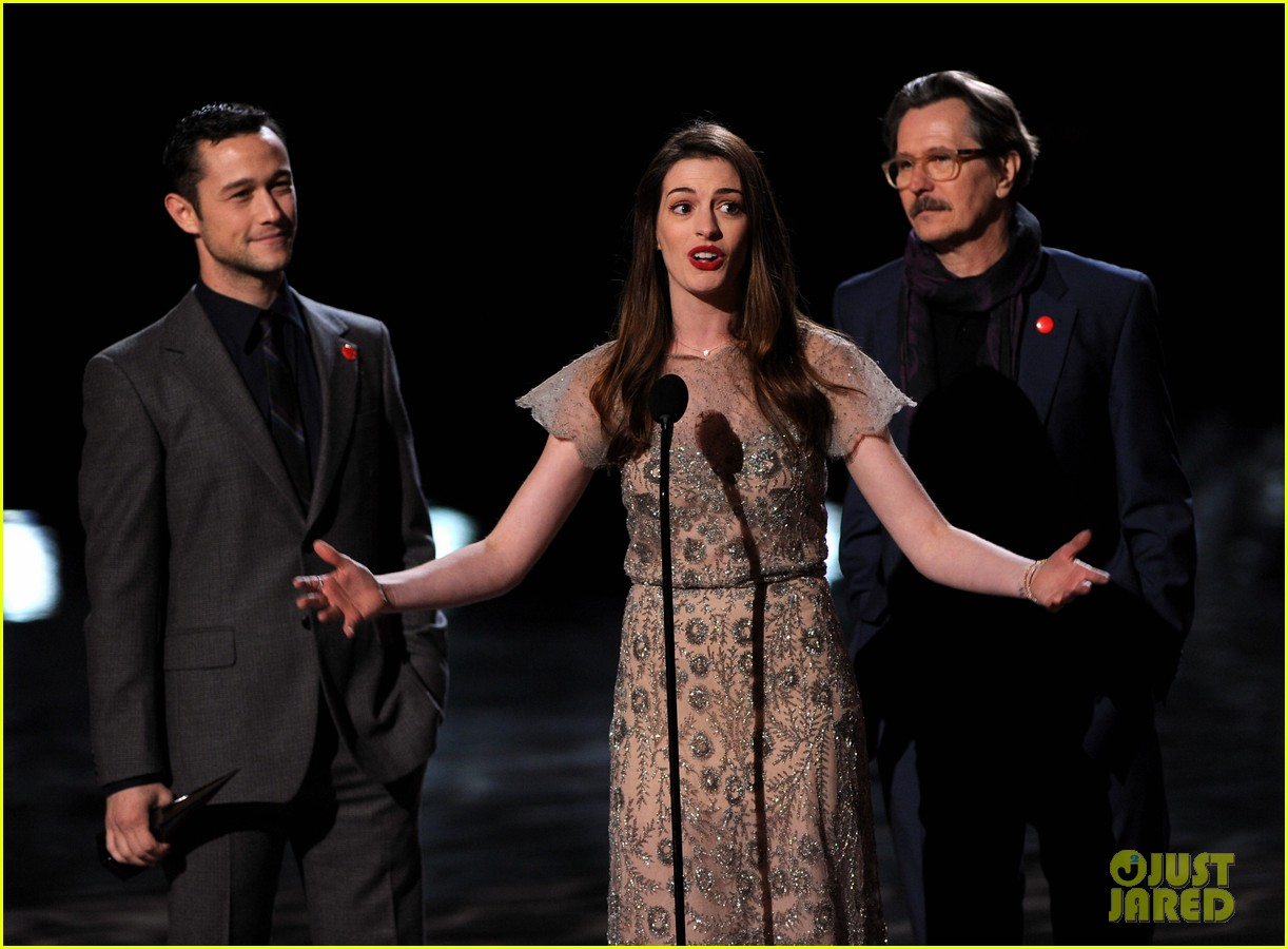 anne hathaway dark knight rises wins scream award 072590404