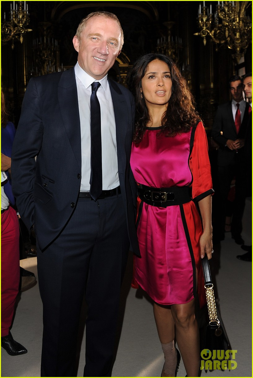 salma hayek francois henri pinault stella mccartney paris fashion week 03
