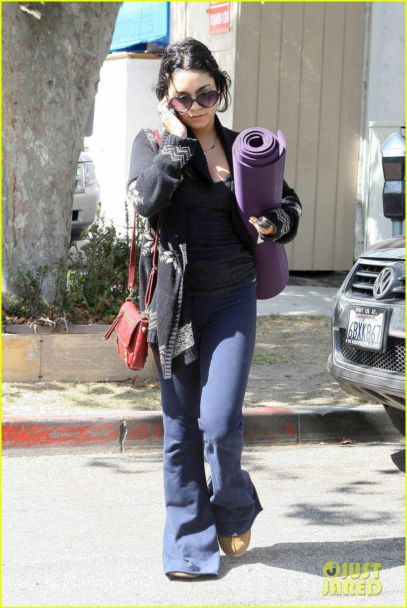 vanessa hudgens yoga visit 02
