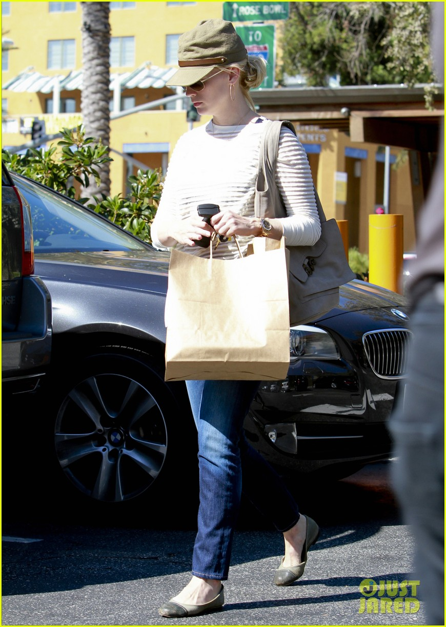 january jones picks up food 062590847