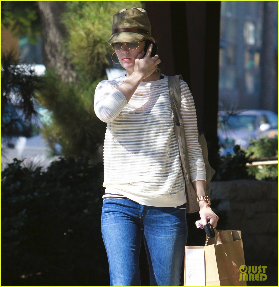 january jones picks up food 072590848