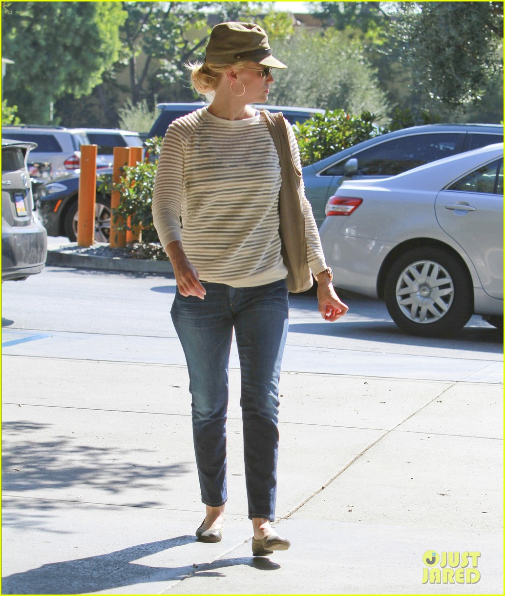 january jones picks up food 122590853