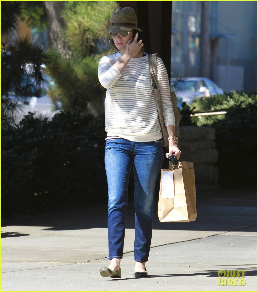 january jones picks up food 142590855