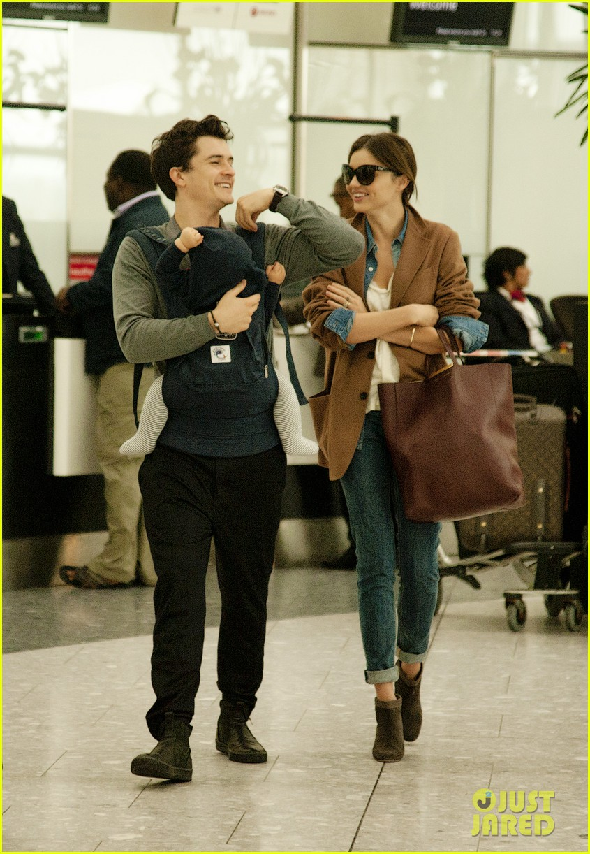 miranda kerr orlando bloom heathrow flynn 022589082