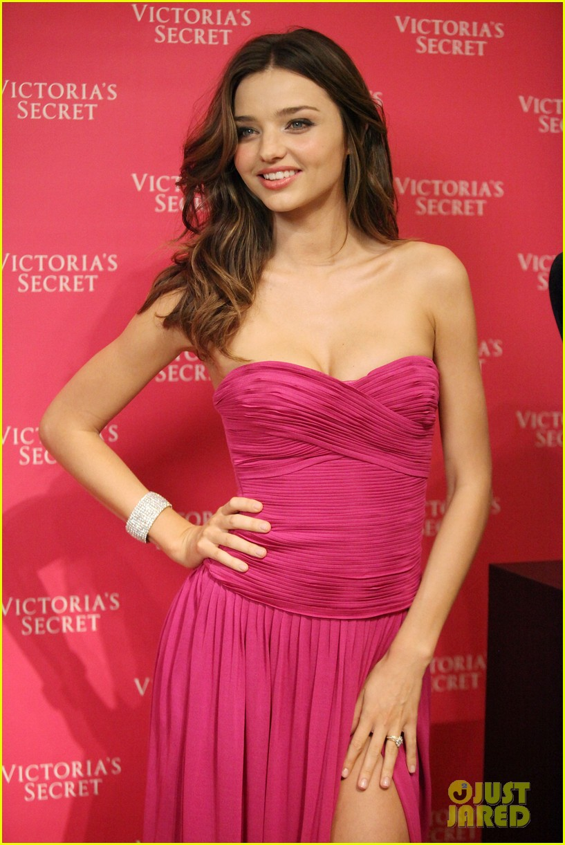 miranda kerr fantasy treasure bra unveiling nyc 05