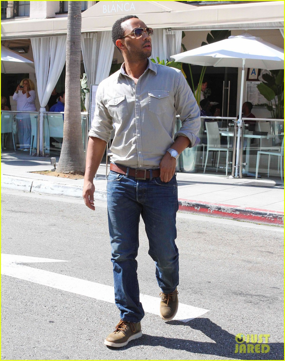 john legend chrissy teigen villa blanca lunch 16