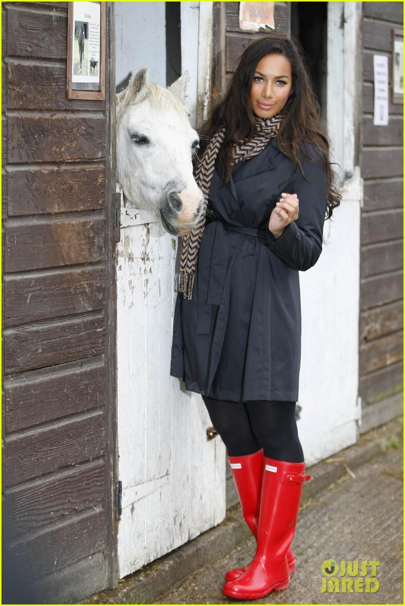 leona lewis hopefield animal sanctuary 032588156