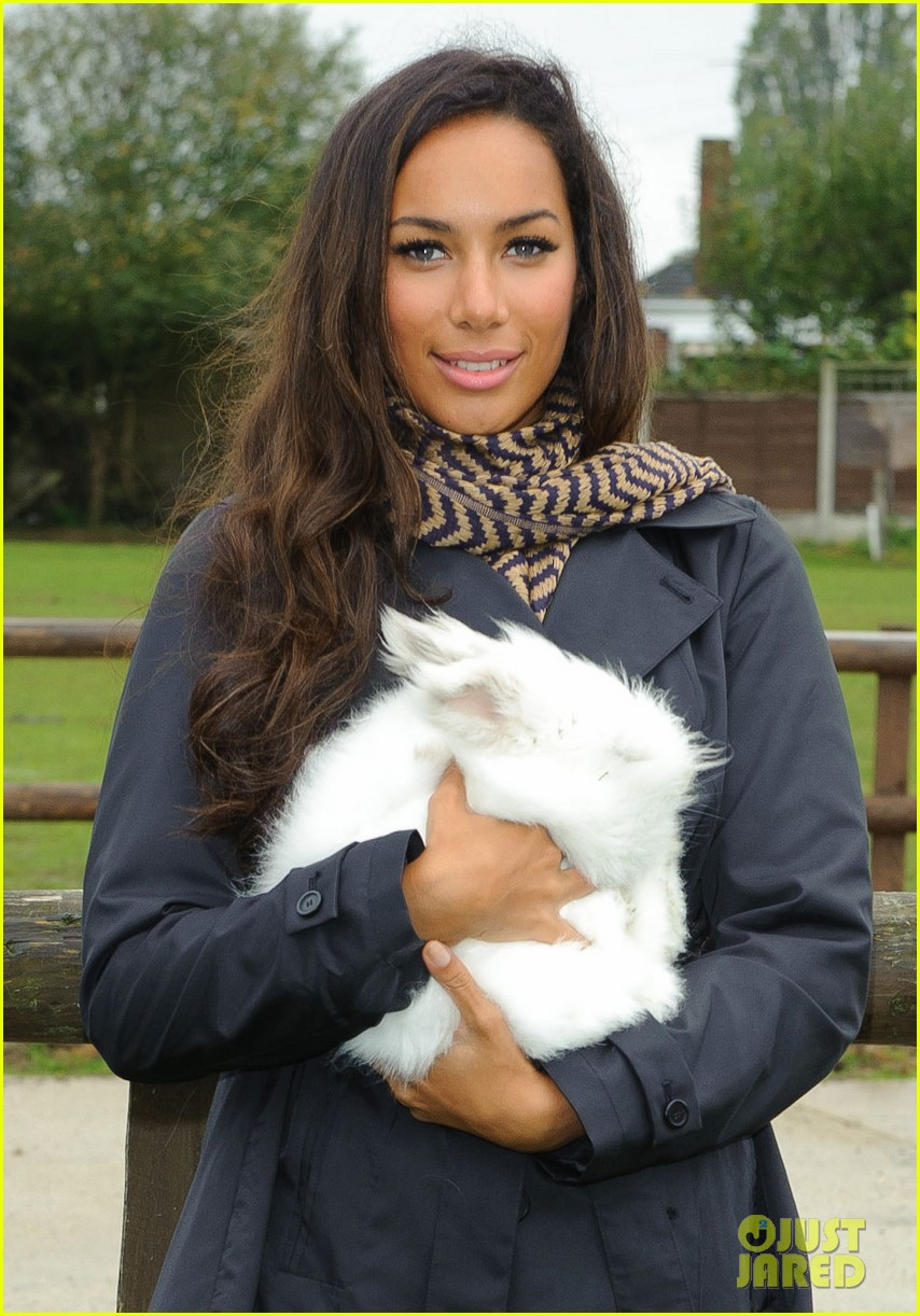 leona lewis hopefield animal sanctuary 042588157