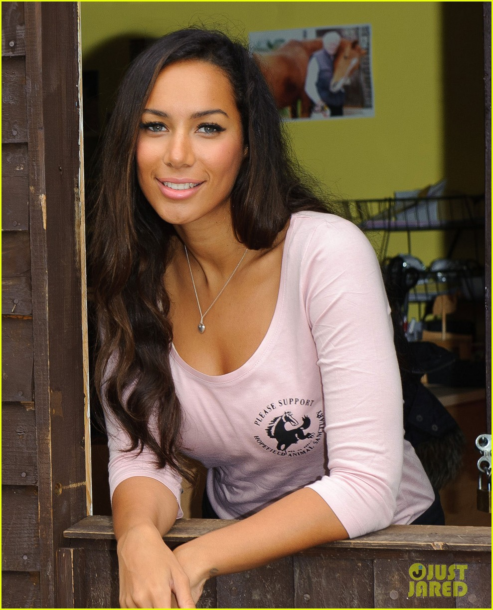 leona lewis hopefield animal sanctuary 05