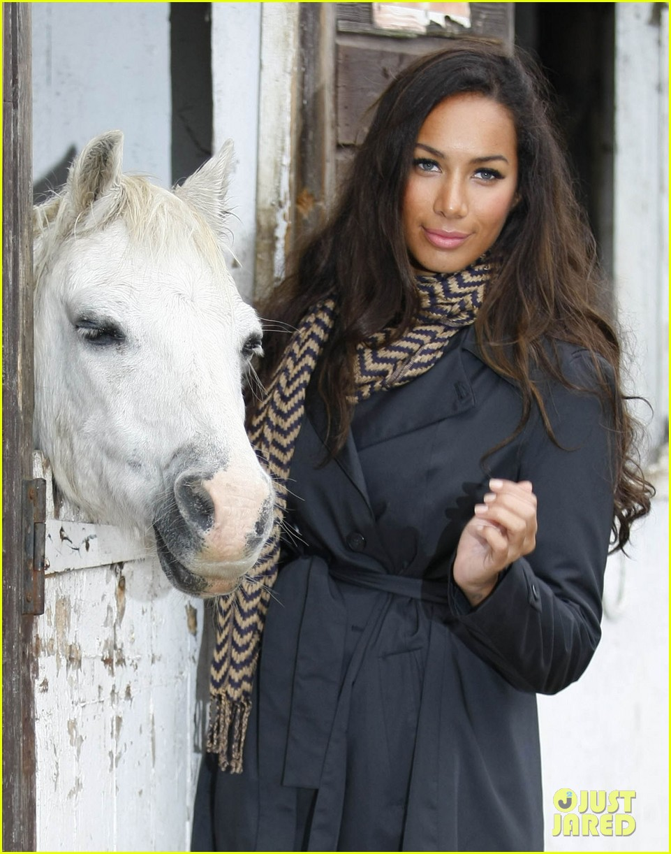 leona lewis hopefield animal sanctuary 06