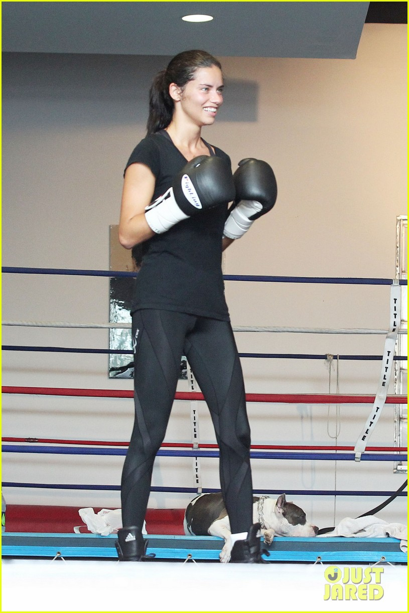 adriana lima boxing 042594288