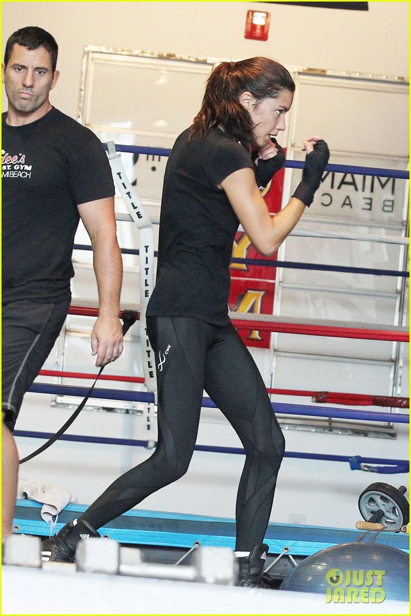 adriana lima boxing 052594289