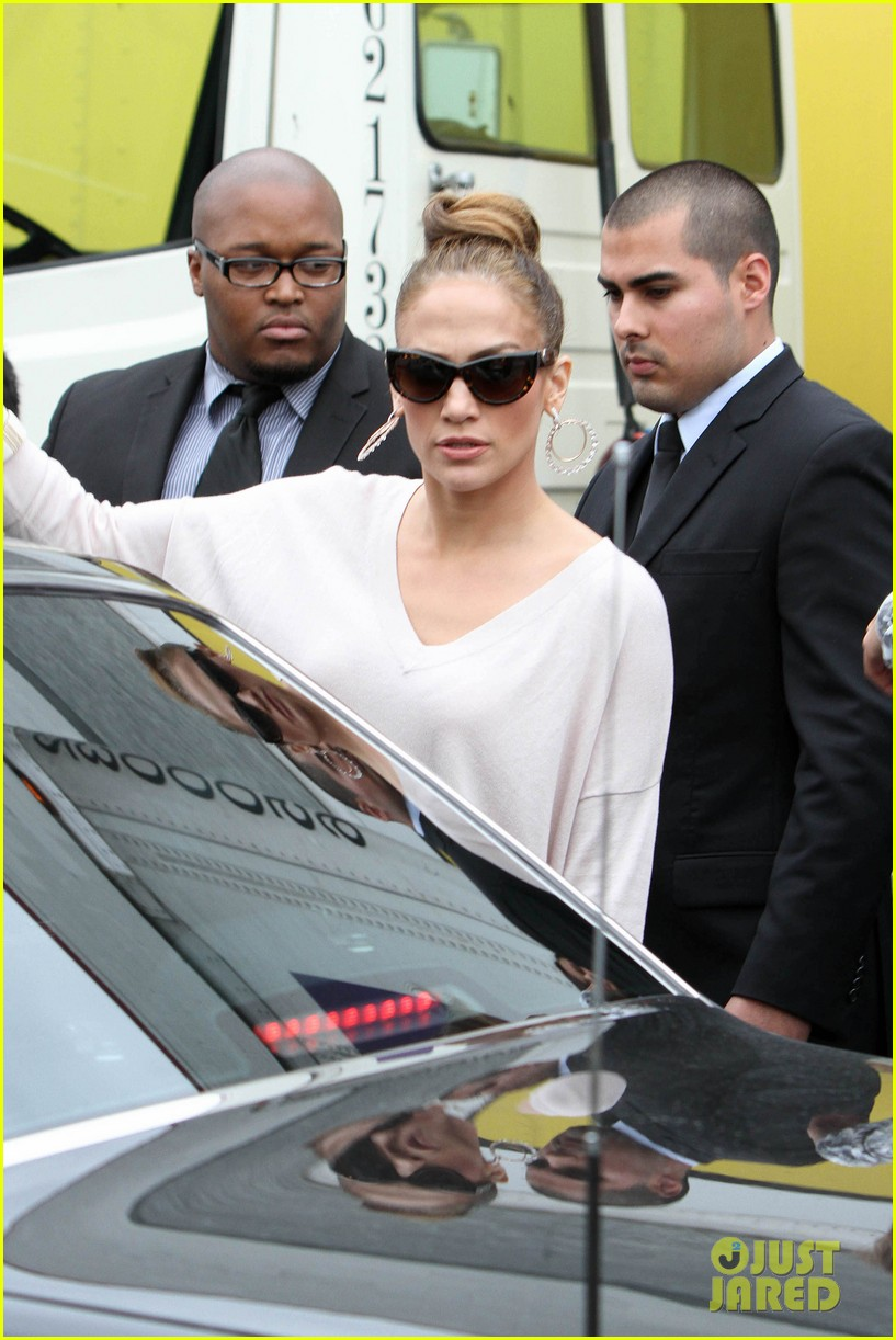 jennifer lopez best buy maribel foundation 04