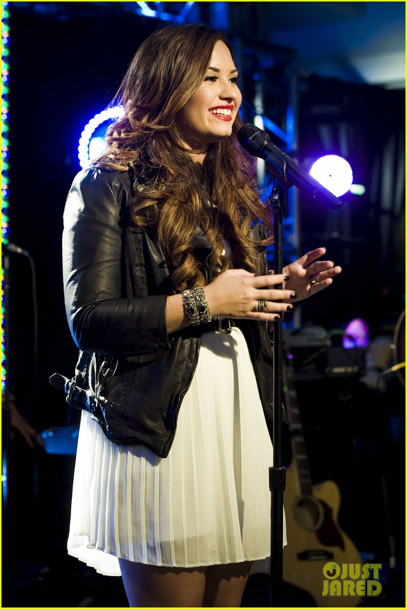 demi lovato jingle ball announcement 022592251