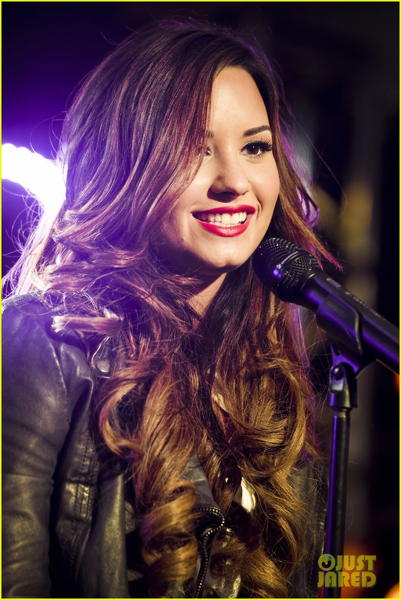 demi lovato jingle ball announcement 03